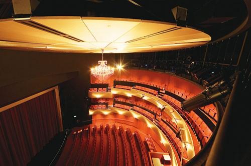 现代戏剧风格建筑照明设计案例