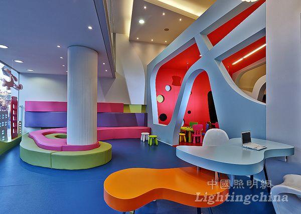 希腊克里特岛Bobiroupoli幼儿园照明设计