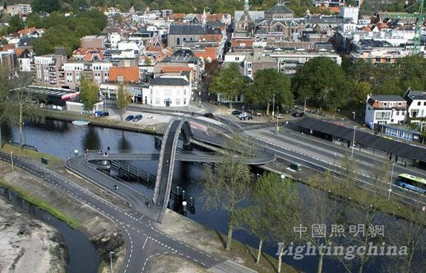 荷兰皮尔默伦德Melkwegbrug桥梁照明设计